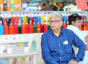 Chuski might not have interested Ayaan, but the colourful bottles behind nanu surely did :)