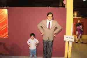 Ayaan poses adjacent the befitting wax statue of Mr. Bean :)